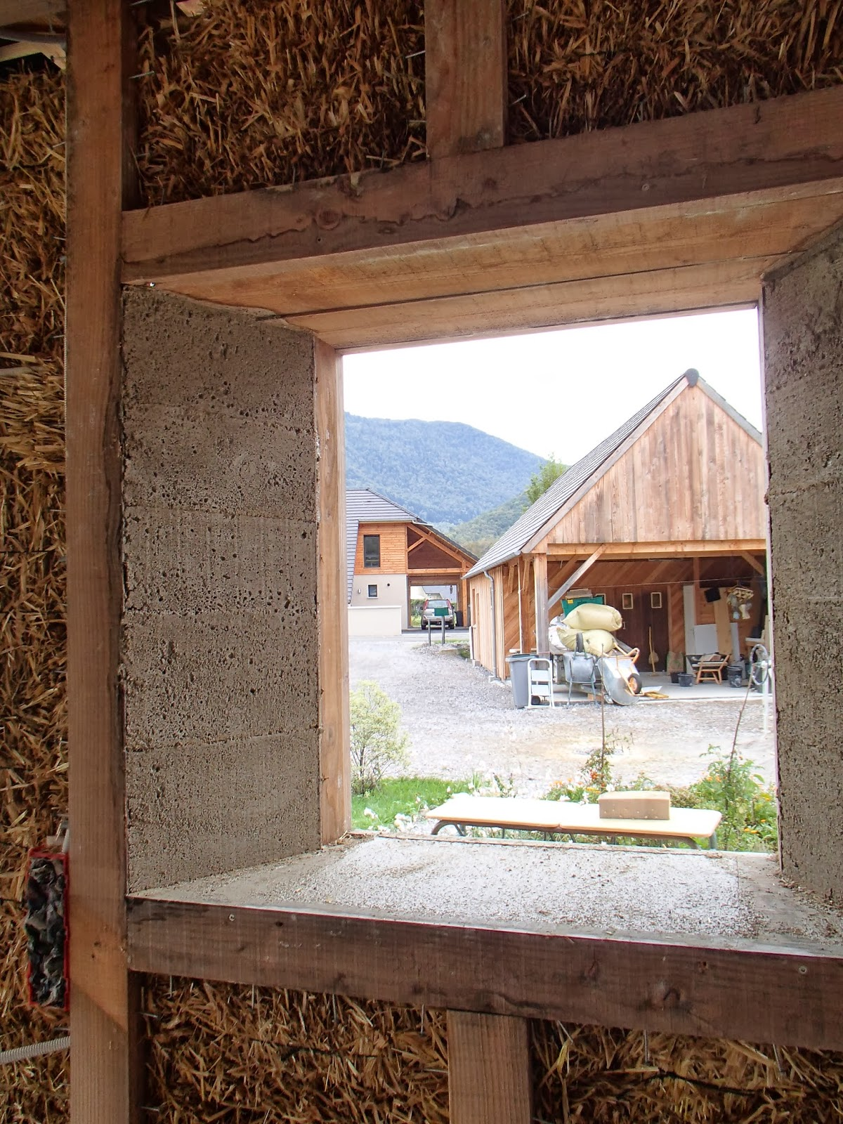 Autoconstruction bois et paille en vall e d 39 ossau 64 on for Autoconstruction paille