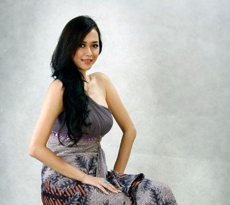 Profil Biodata   Foto Aura Kasih Terbaru 2013