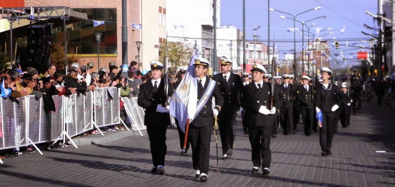 La Armada Argentina encabezó el desfile cívico-militar en Trelew