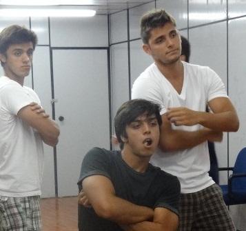 Rodrigo Simas Posa Os Irm Os Bruno Gissoni E Felipe Simas