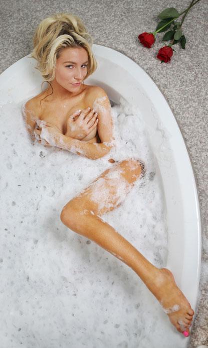 bath tub sexy