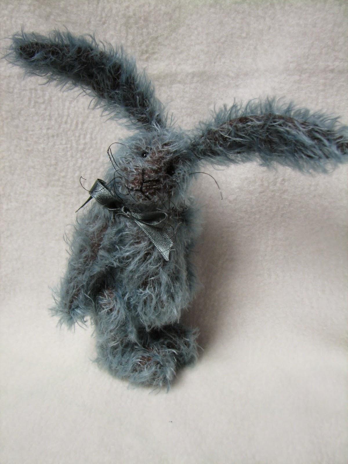 http://artistbearsinternational.com/en/auction/849-eli-bunny.html
