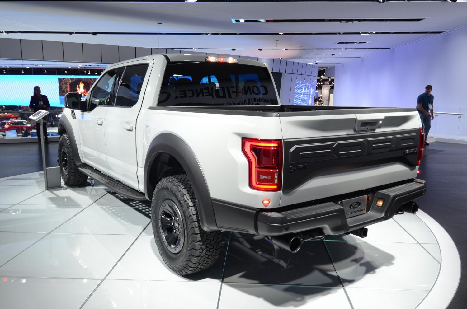 2017 Ford F-150 Raptor SuperCrew Drops Jaws And Snaps Necks At Detroit | Carscoops