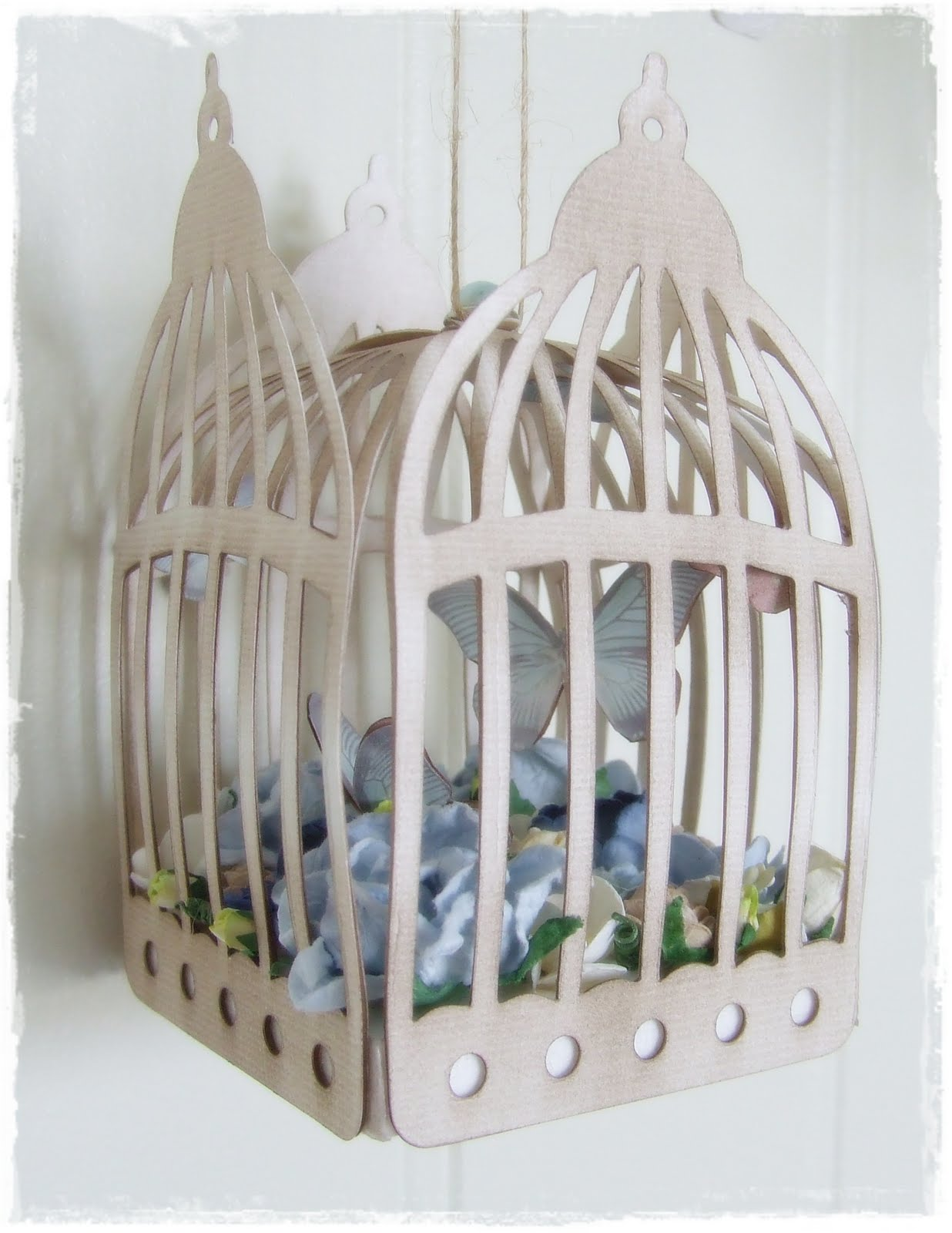 passionn ment scrap cage oiseau d coratif. Black Bedroom Furniture Sets. Home Design Ideas