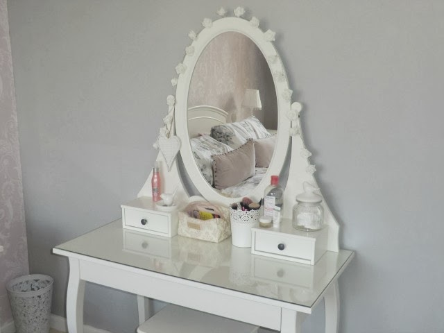Dressing table organizer ikea for Ikea hemnes vanity table