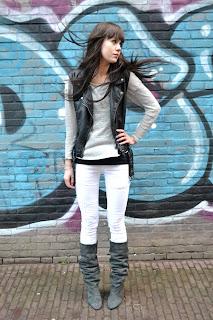 http://1.bp.blogspot.com/-wzGLJY82GWw/Twi4LhnmksI/AAAAAAAACO4/sQd8vEwl2dY/s1500/outfit+isabel+marant+white+jeans+manly+amelie+boots+grey+brandy+melville+jumper+leather+vest+rock.jpg