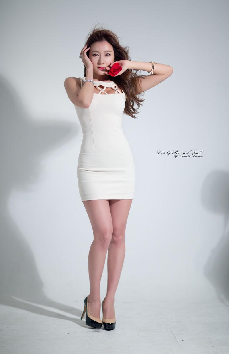 Han Ji Eun in Cream Mini Dress | Korean Models Photos Gallery