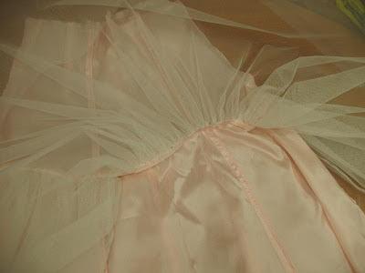 come cucire balza un tulle,come cucire fodera per abito da sposa