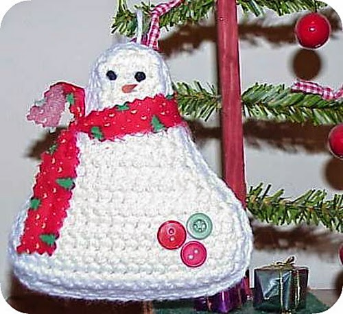 http://crochetcafe.blogspot.com/2011/12/brrrrrr-snowman-ornament.html