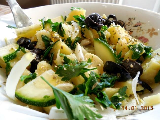 salata orientala cu zucchini