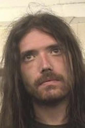 Homem invadir casa e dorme pelado, e é preso