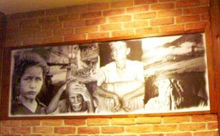 Panel de fotografías que decoran una de las paredes