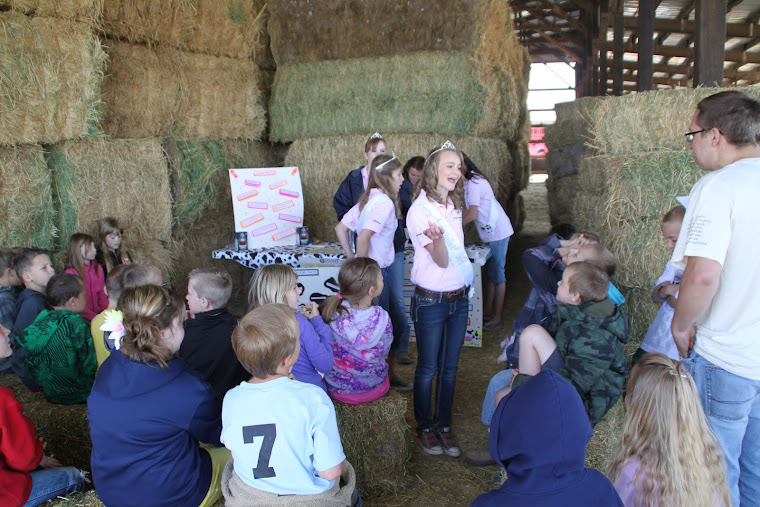 Cache County Dairy Ambassators teach