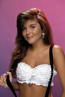 tiffani thiessen kelly kapowski 90s