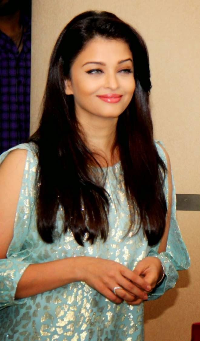 Aishwarya Rai Bachchan Denim Jeans Photos