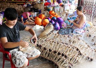 longdenhoian 01 Quy trình sản xuất đèn lồng Hội An  Đèn lồng Việt
