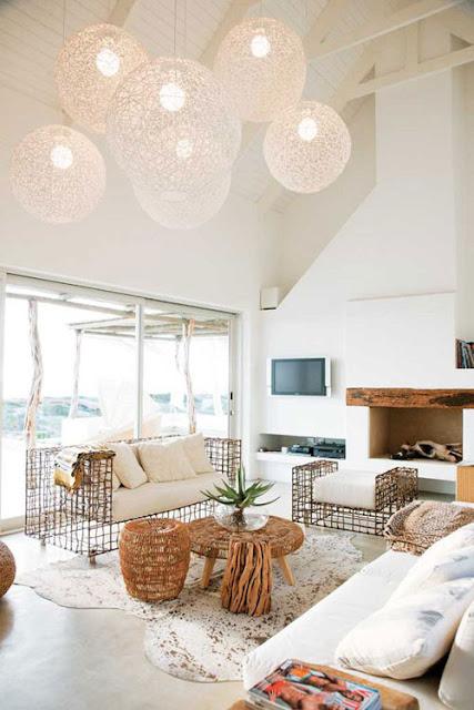 Korbsessel und Geflechtmöbel in Haus und Garten