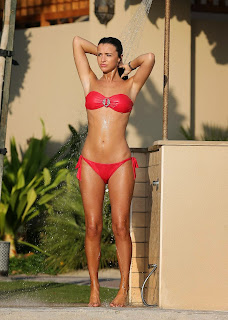 Lucy Mecklenburgh Sexy RED Strapless Bikini AND TOPLESS PICS in Dubai Beech HOT BODY HQ Must See