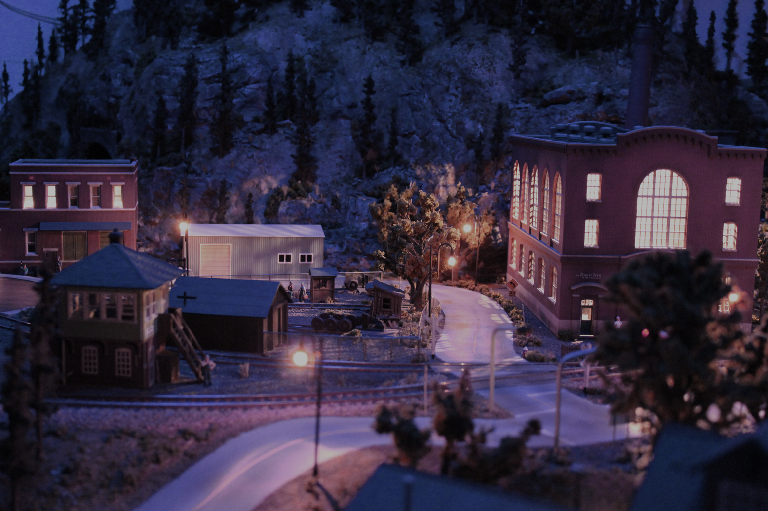 Model train house lights