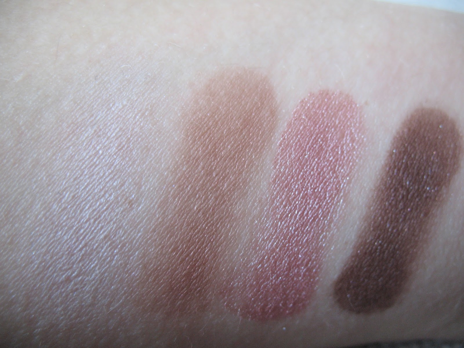 Clinique All About Shadow Quad 'Pink Chocolate' eyeshadow - swatch