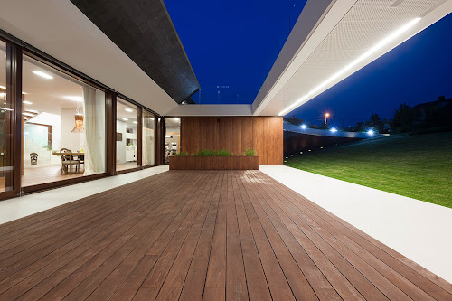 Edge House by Mobius Architects