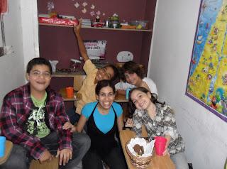 Tia Raissa e seus alunos