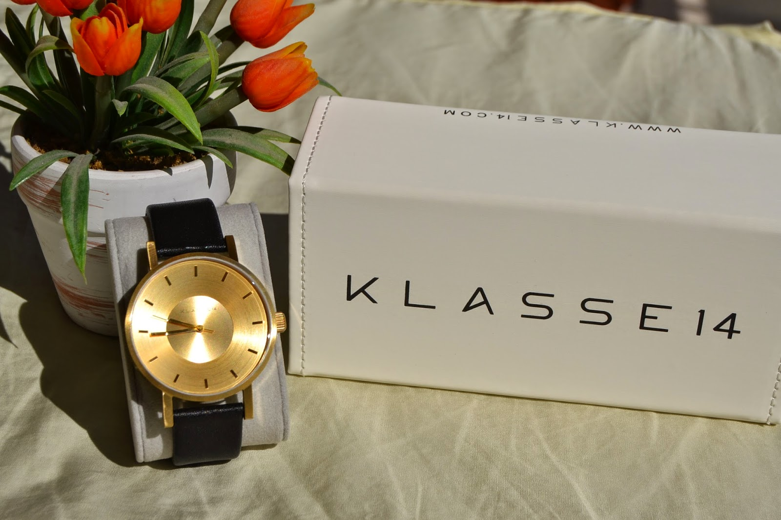 http://www.syriouslyinfashion.com/2014/10/klasse-14-volare-gold-watch-special.html