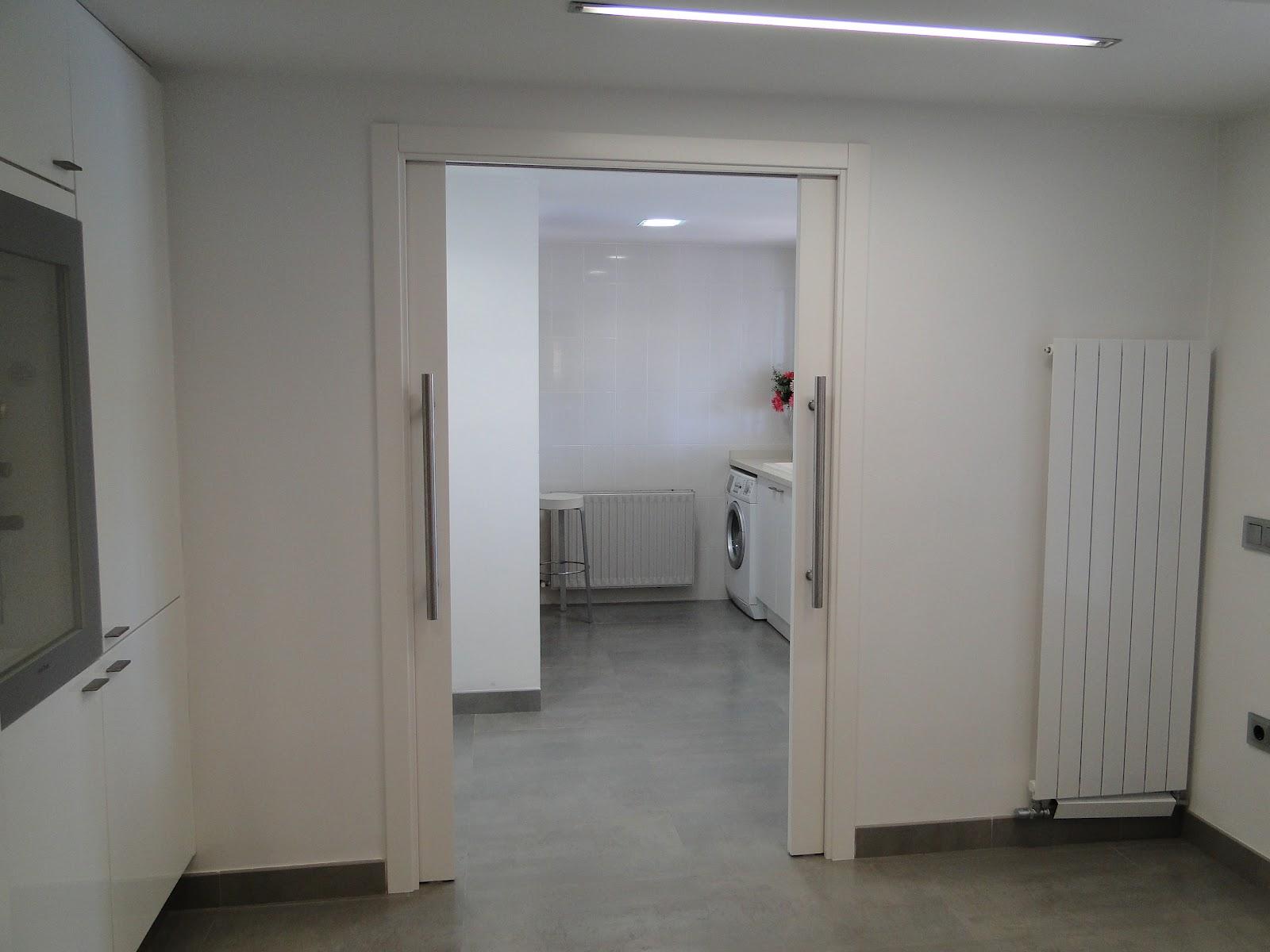 Planos low cost cocina con pen nsula for Puerta lavadero