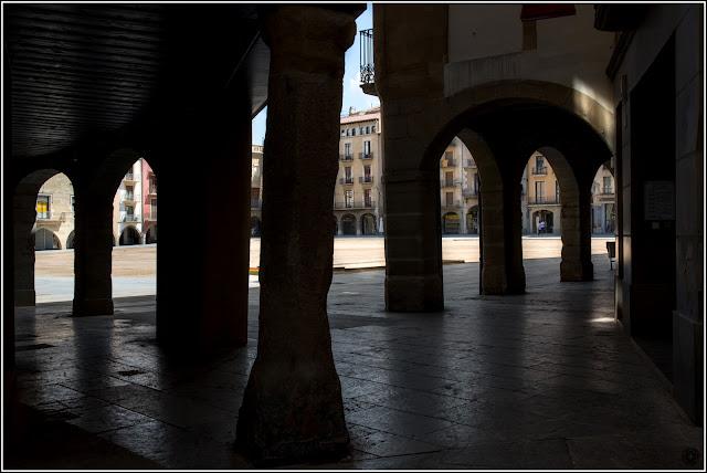 Vic, Catalunya: Plaça Major vista desde los soportales