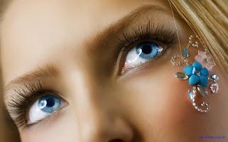 اجمل عيون زرقاء بنت