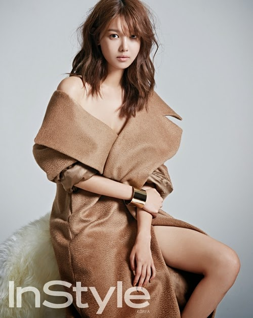 Sooyoung flashes her subtle sexiness for Instyle