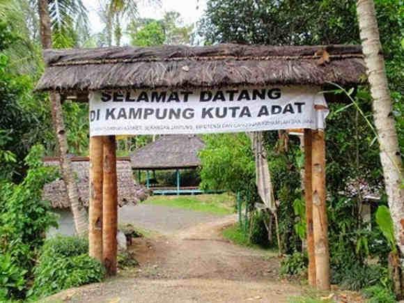 Gerbang Masuk Kampung Kuta