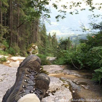 Wanderstiefel / Rast / Ausblick / Berge / Tal / Hiking Boots / Austria / Österreich