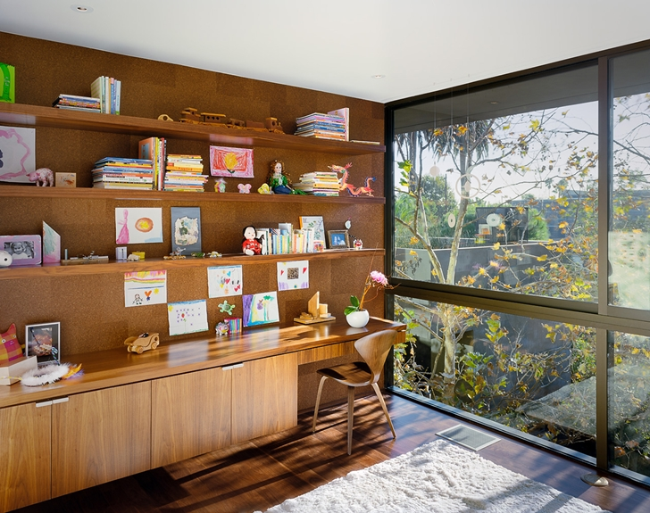 Working room in Vienna Way Home by Marmol Radziner