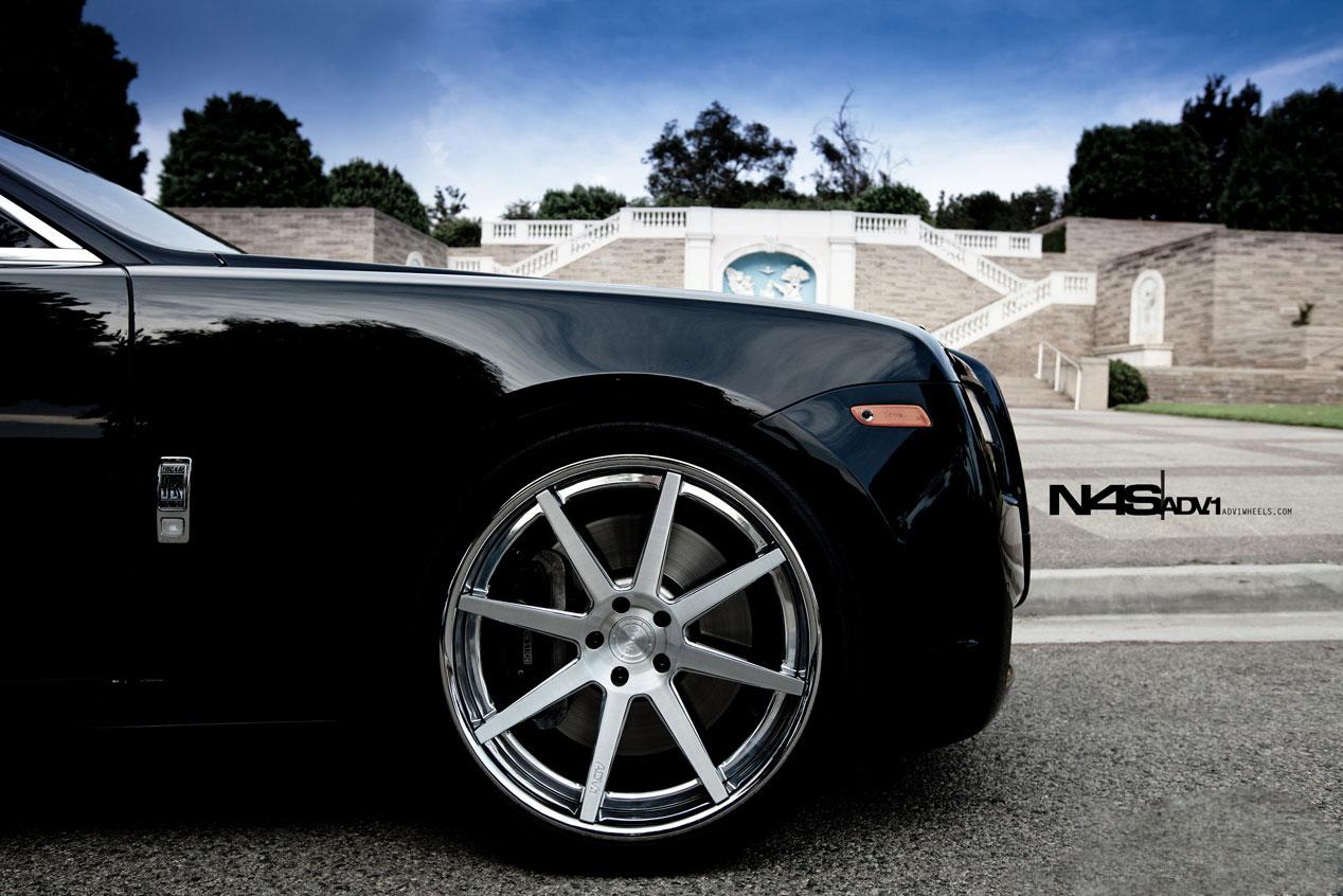 http://1.bp.blogspot.com/-x2dgX1WWGZQ/ToYAFYWAfuI/AAAAAAAAEX8/5pas8zDCNKY/s1600/N4S-ADV.1-Wheels-Rolls-Royce-Ghost-exterior-wheel-details-close-up-view.jpg
