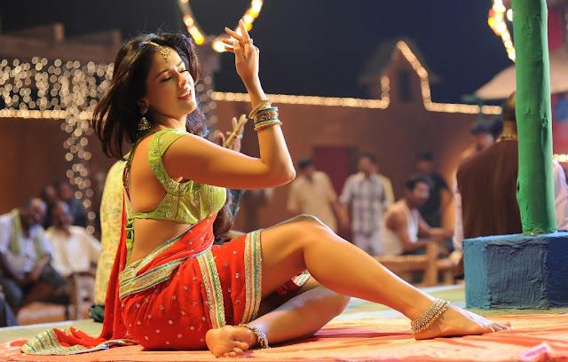 Actress Sameera Reddy Saree Below Navel Show Photos