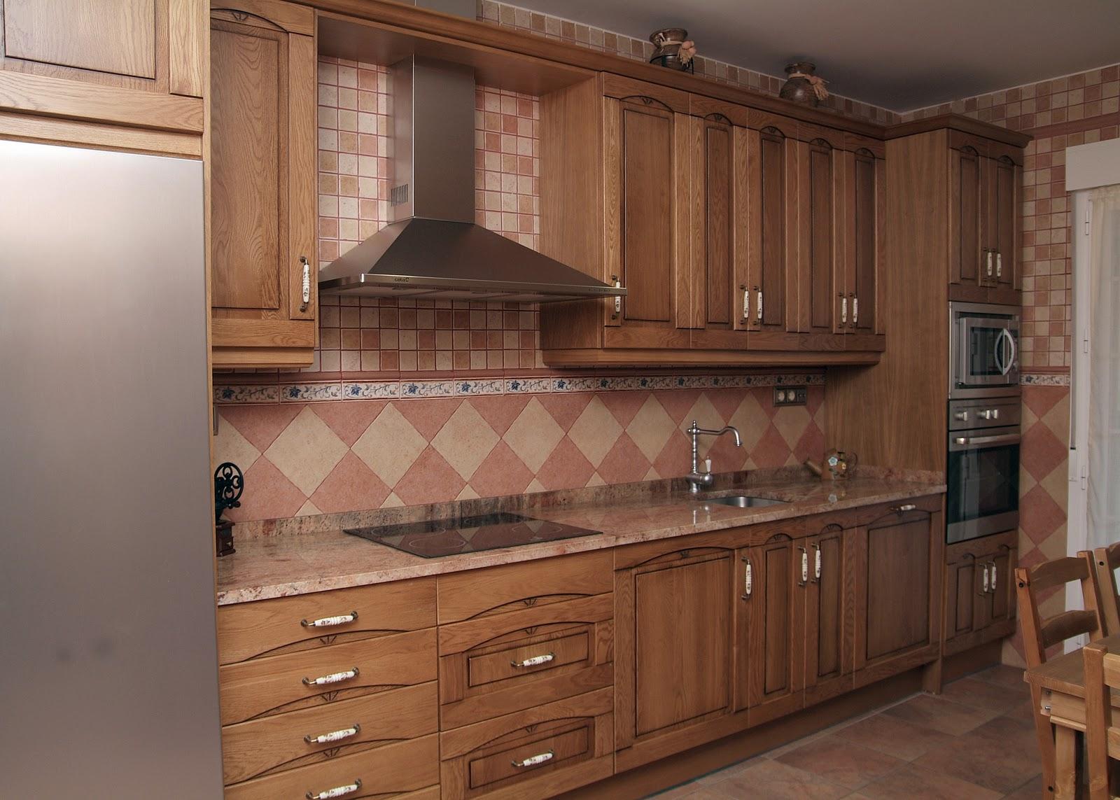Cocisan cocina madera en roble tinte natural for Cocinas de madera de roble