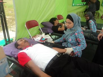 Ketua PMI  Pulomerak donorkan darah