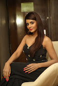 Parul Yadav latest glam pics-thumbnail-10