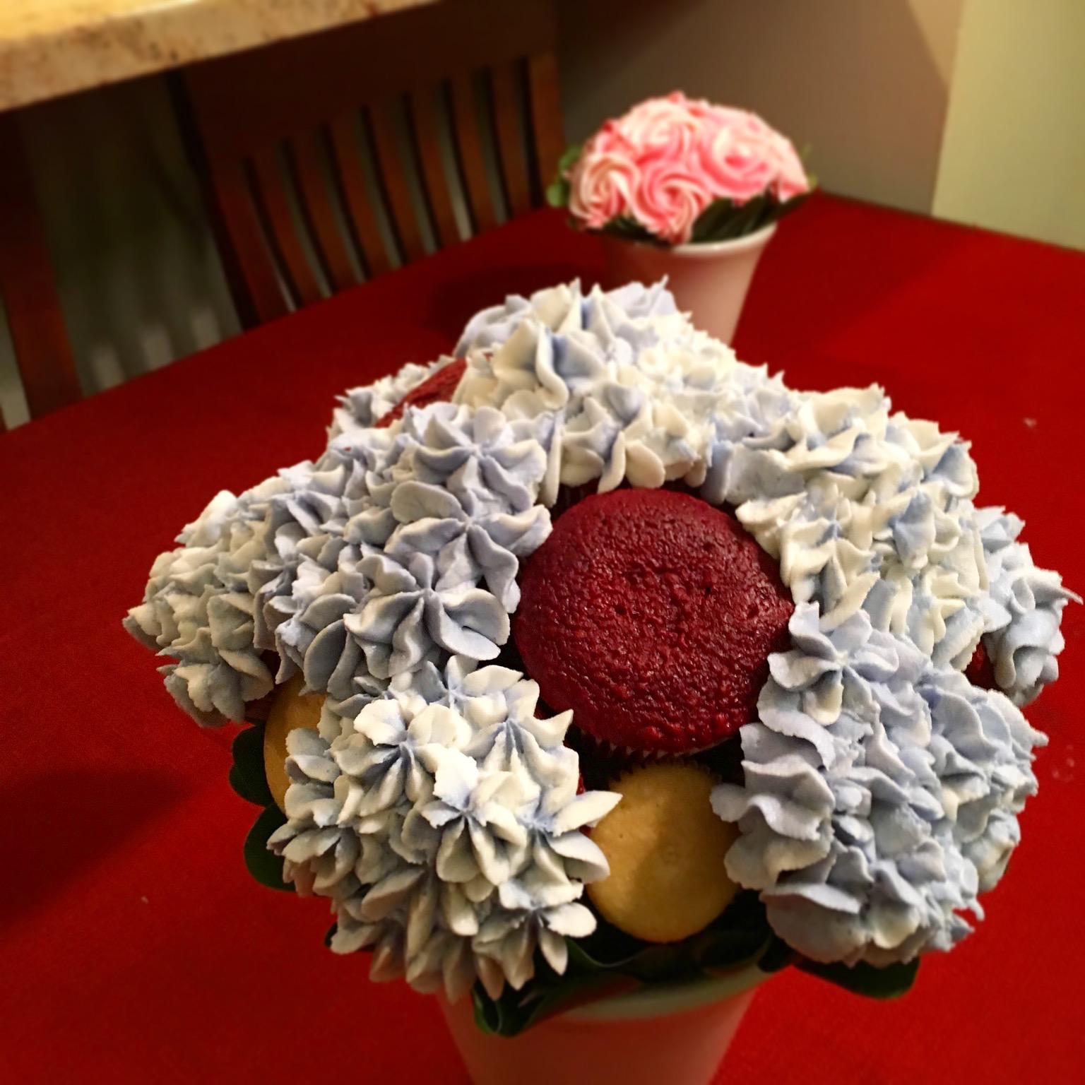 Outside of the breadbox technique cupcake bouquets piping buttercream hydrangea izmirmasajfo