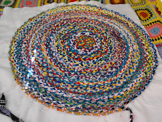 Como Fazer um tapete trançado de retalho