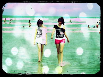 Ana e Jaque na praia