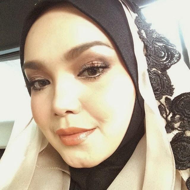 Fesyen Dato Siti Nurhaliza Yang Cukup Memukau Peminatnya (5 GAMBAR