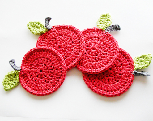 Free crochet coaster pattern, photo by Annemarieshaakblog | Happy in Red