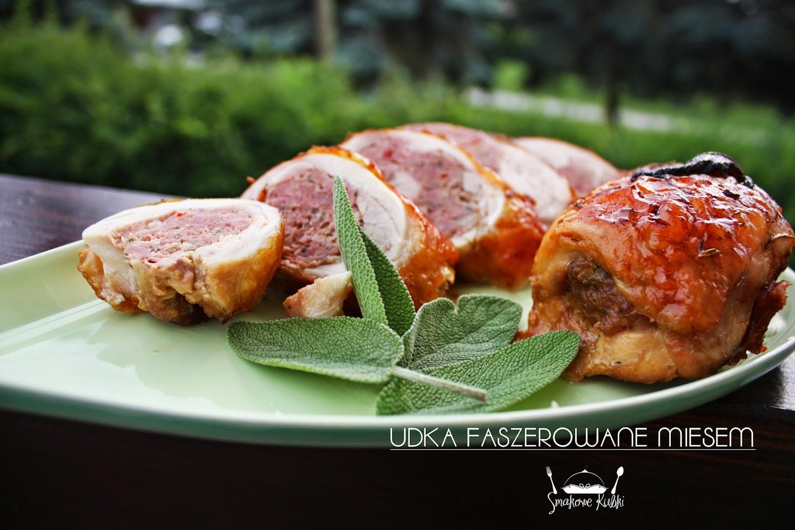 Udka kurczaka faszerowane mięsem wieprzowym (Chicken drumsticks stuffed with pork)