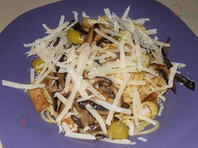 Espagueti con setas de cardo y olivas