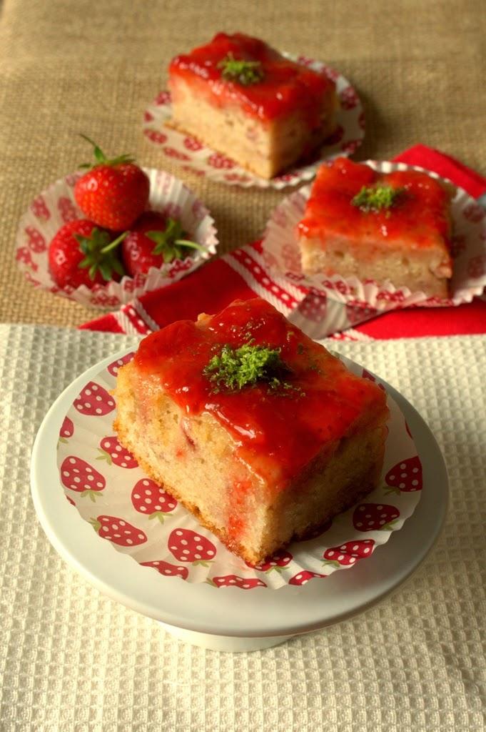 Strawberry Daiquiri Traybake