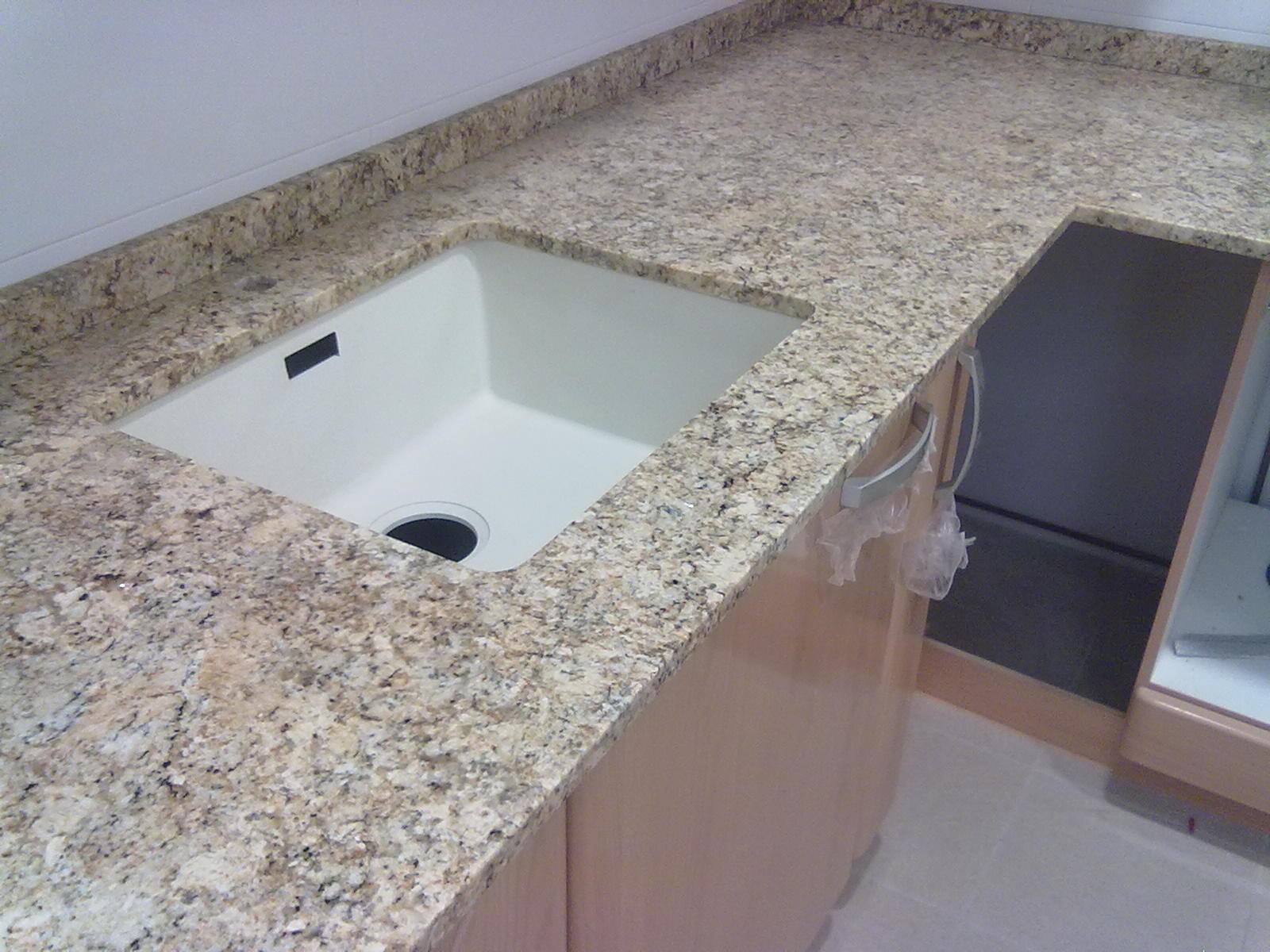 Marmoles vedat s l u encimera granito naturamia tenere for Colores granito pulido