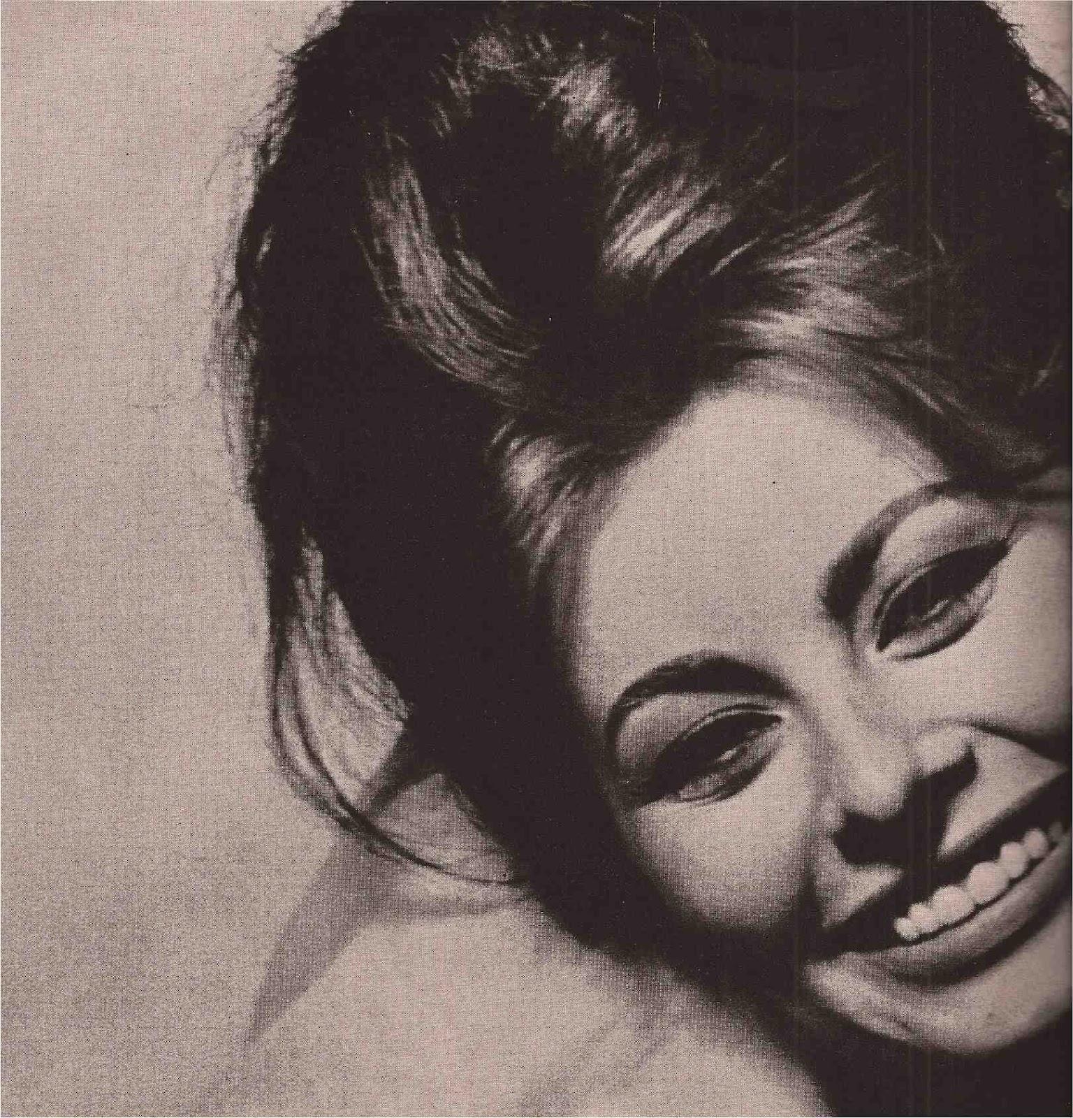 http://1.bp.blogspot.com/-x5BBREZCbMw/UDRqkoezXCI/AAAAAAAAHSY/8ExZC34xYlI/s1600/Sophia+Loren+Vogue+November+1962-1.jpg