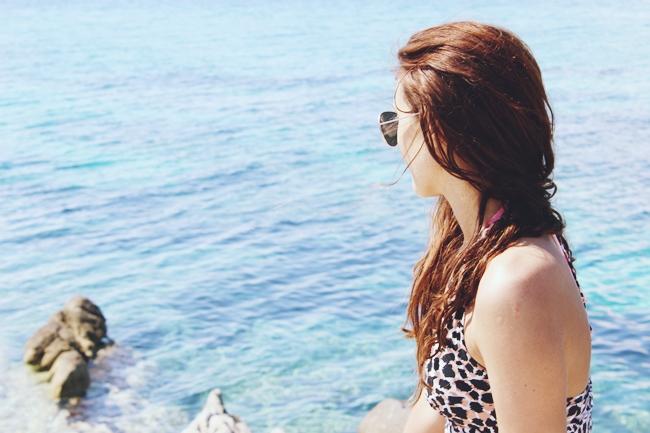 H&M animal print dress and sunglasses.H&M haljina sa animal printom i naocare za sunce.